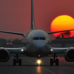 boeing_737-500_sunset_taxiing_web